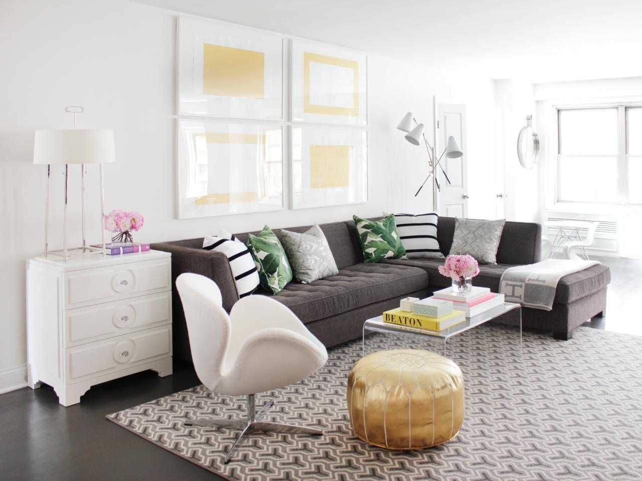 12 Living Room Ideas For A Grey Sectional Hgtvs Decorating Layjao