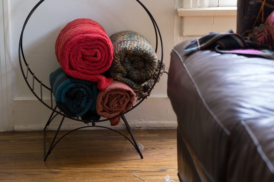 A Hairstylists Quirky Colorful Home Salon Pinterest Blanket