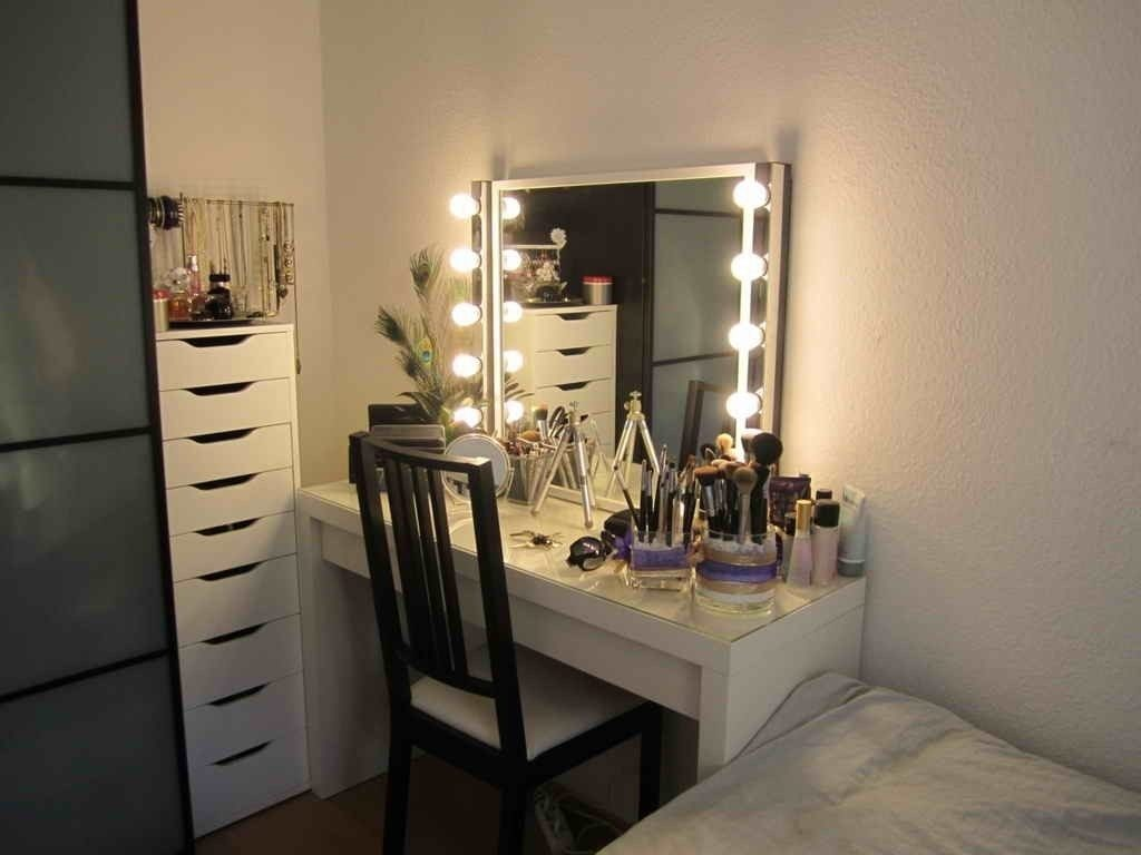 Bedroom Makeup Vanity With Lights Bedroom Makeup Vanity With Lights