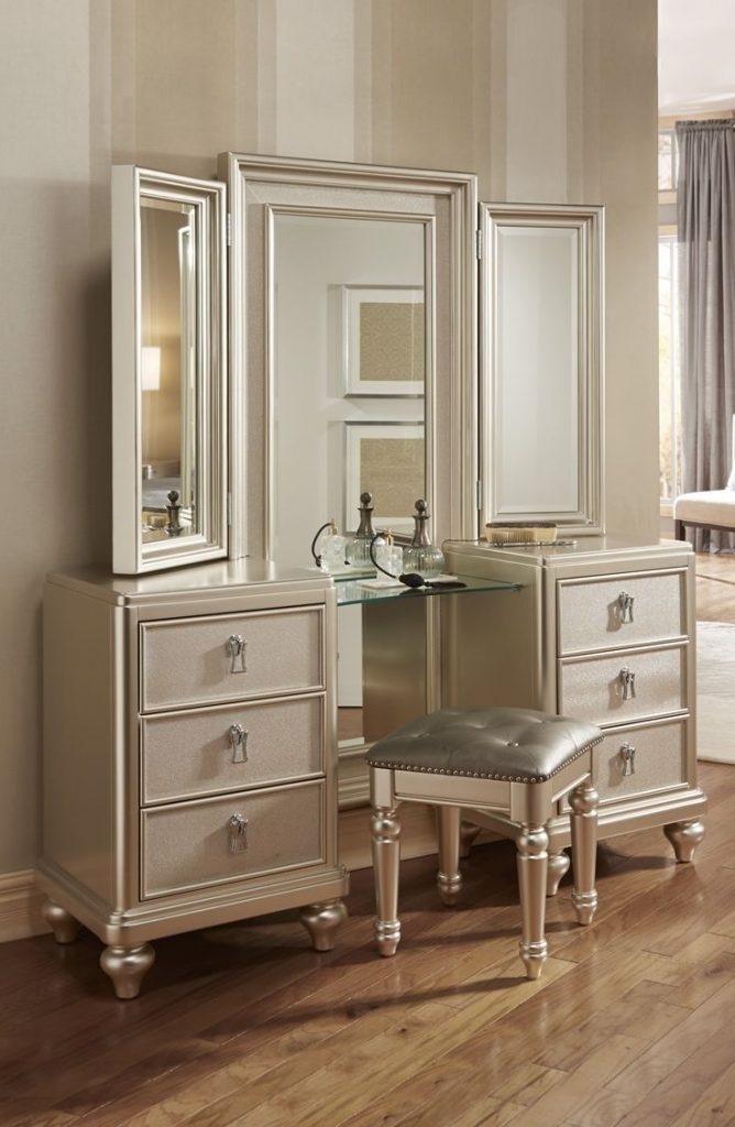 Bedroom Nice Looking Classic Bedroom Vanity Dresser Designed With
