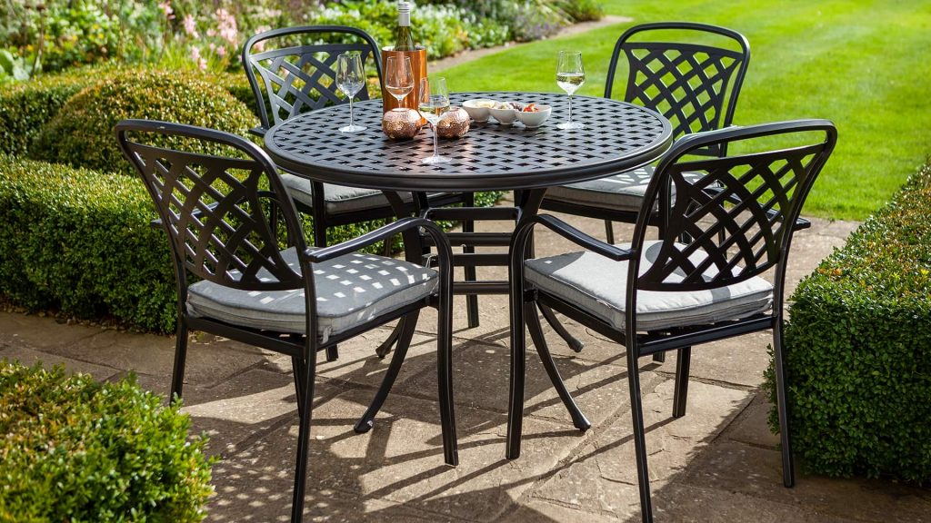 Berkeley 4 Seat Round Set Midnight Berkeley Cast Aluminium