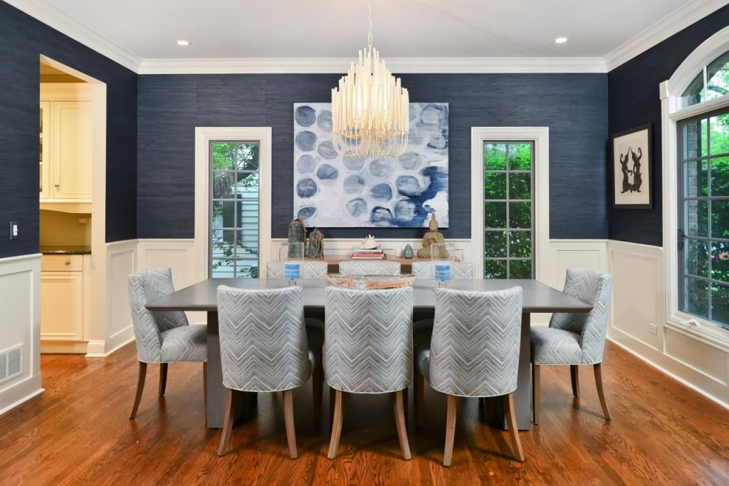 Best Wall Color For Small Dining Room With Crystal Chandelier