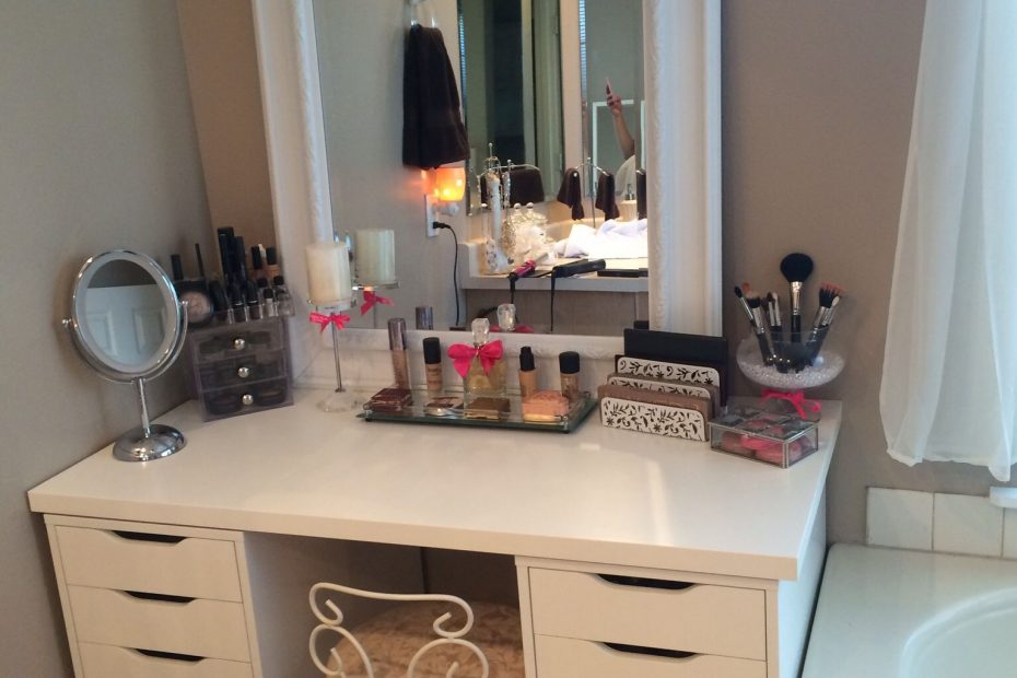 Bedroom Vanity With Drawers And Mirror Layjao