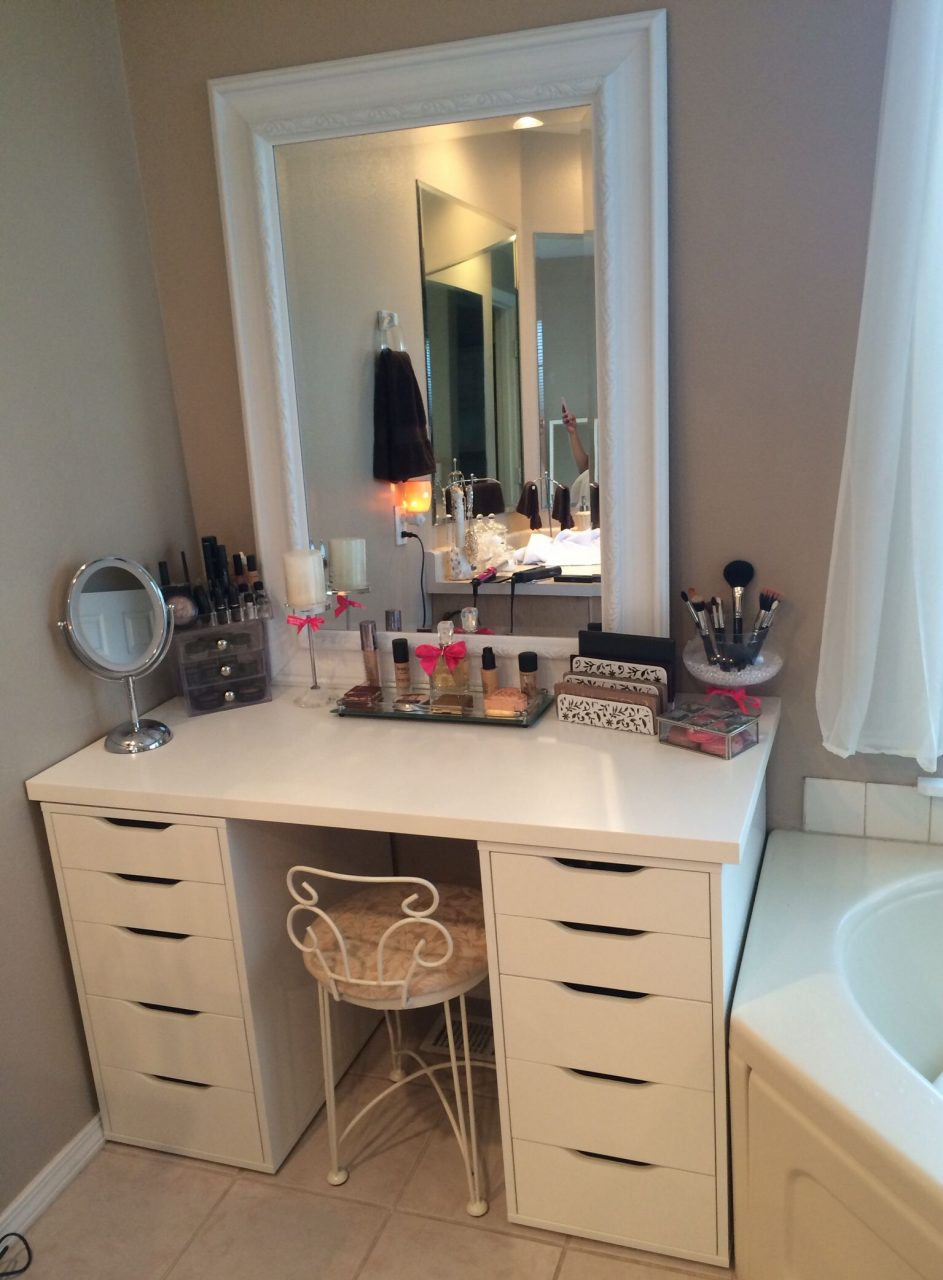 Cheerful Makeup Vanity On Pinterest Organize Make Up Makeup Drawer