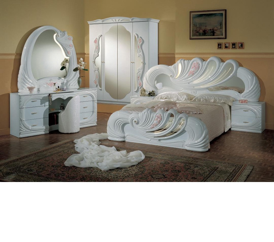 Dreamfurniture Vanity White Italian Classic Bedroom Set