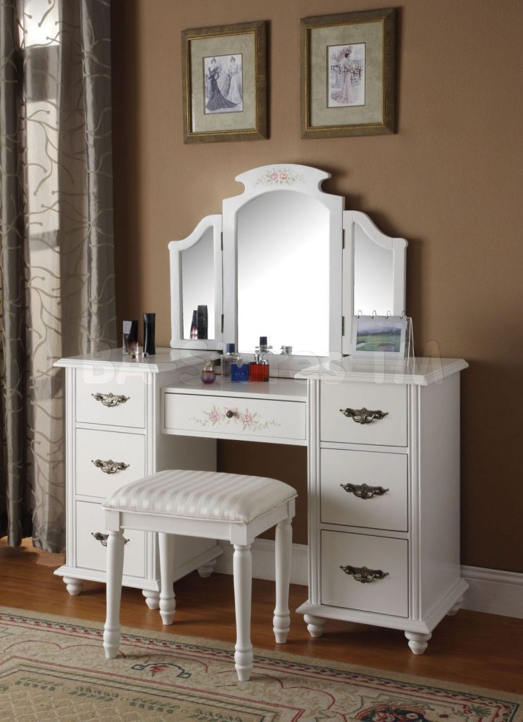 Extravagant Bedroom Vanity With Drawers For Mature Womans Room