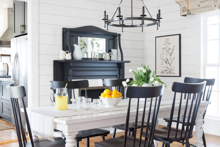 Take A Tour Of Chip And Joanna Gaines Magnolia House Bb