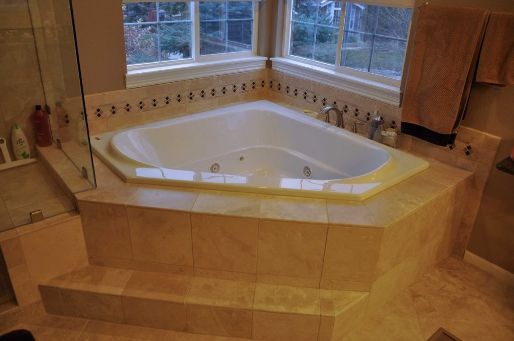 40 Small Bathroom Jacuzzi Pictures Remodels Prices Safe Home