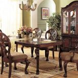 French Sytle Dining Room Decoration With Vintage Furniture And