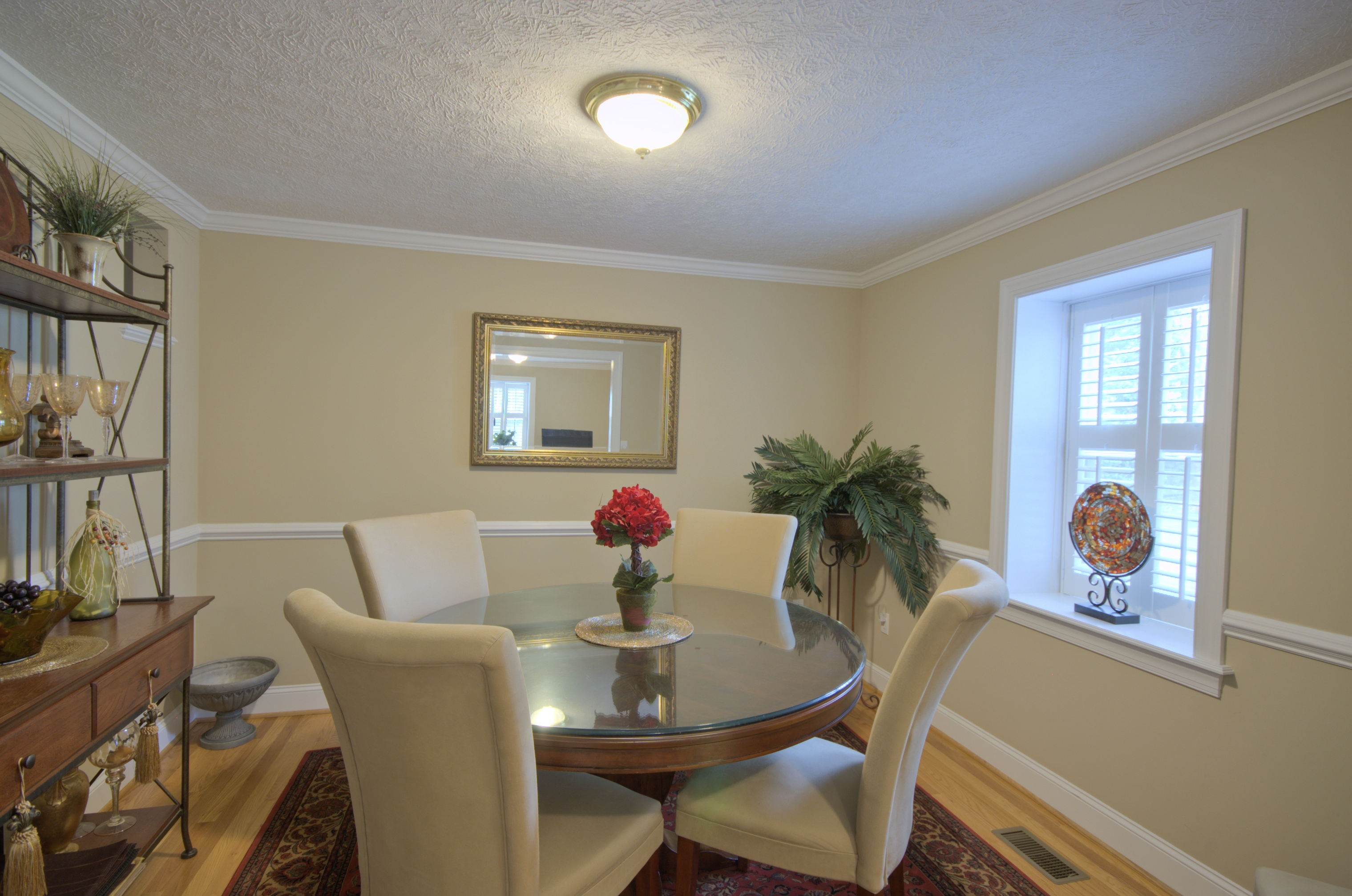 Luxury Dining Room Walls With Chair