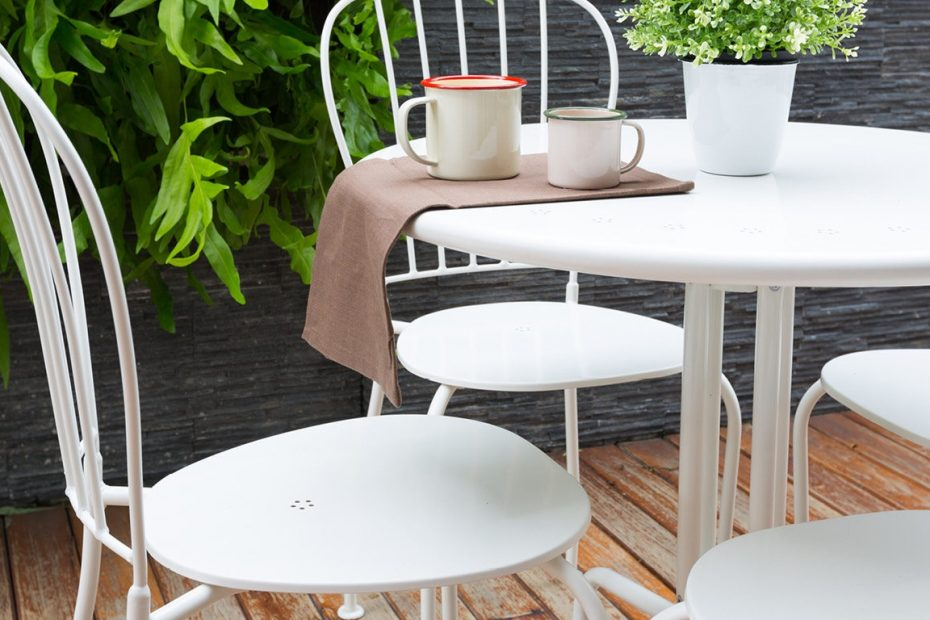 6 Ways To Use Your Outdoor Furniture Indoors And Why You Should