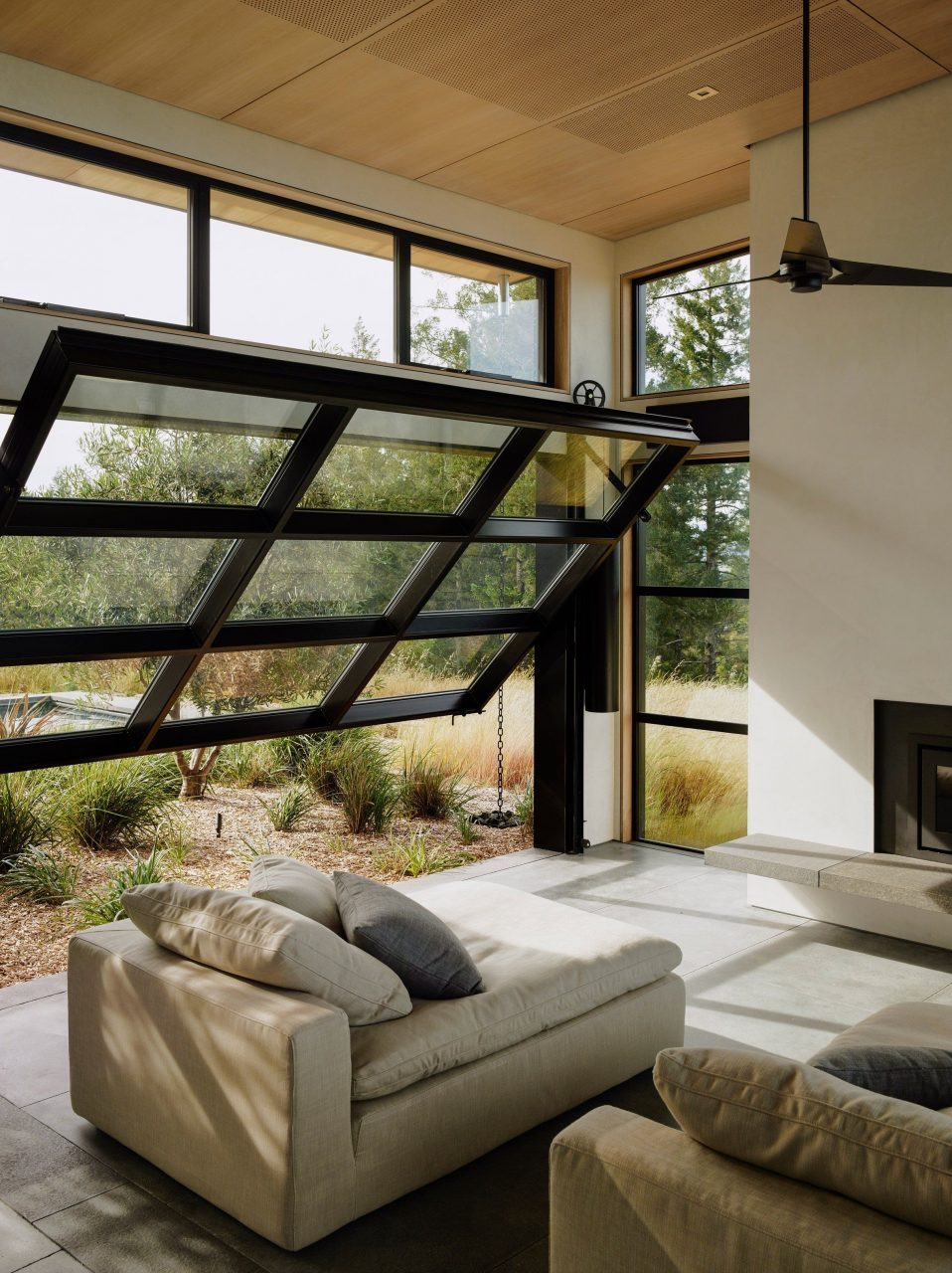Feldman Architecture Uses Garage Door Windows For California Home