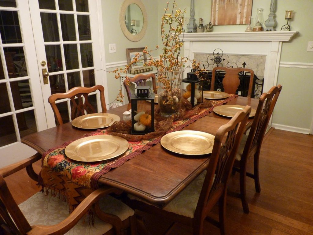 Perfect Design Of Dining Table Decor Idea With Gold Plates Also Nice