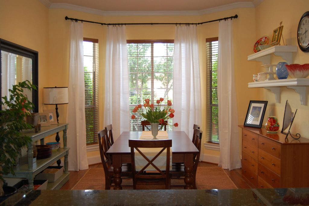 Pleasant Triple White Dining Bay Window Curtain Ideas With Vintage