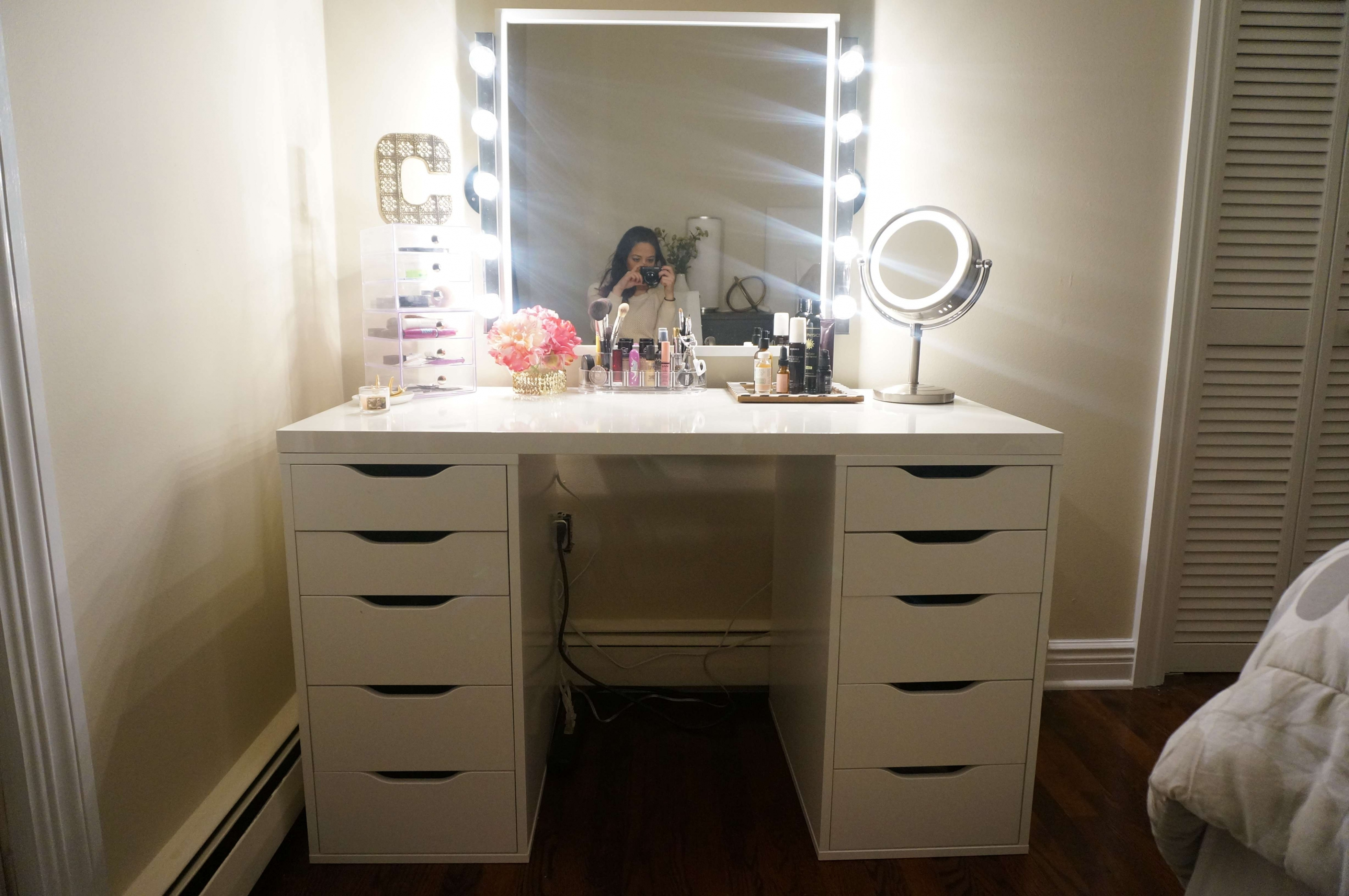 Beautiful Vanity Table Set With Lighted Mirror Agha Interiors