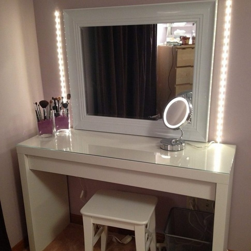 Compelling Furniture Lighted Vanity Table Mirror Broadway Set