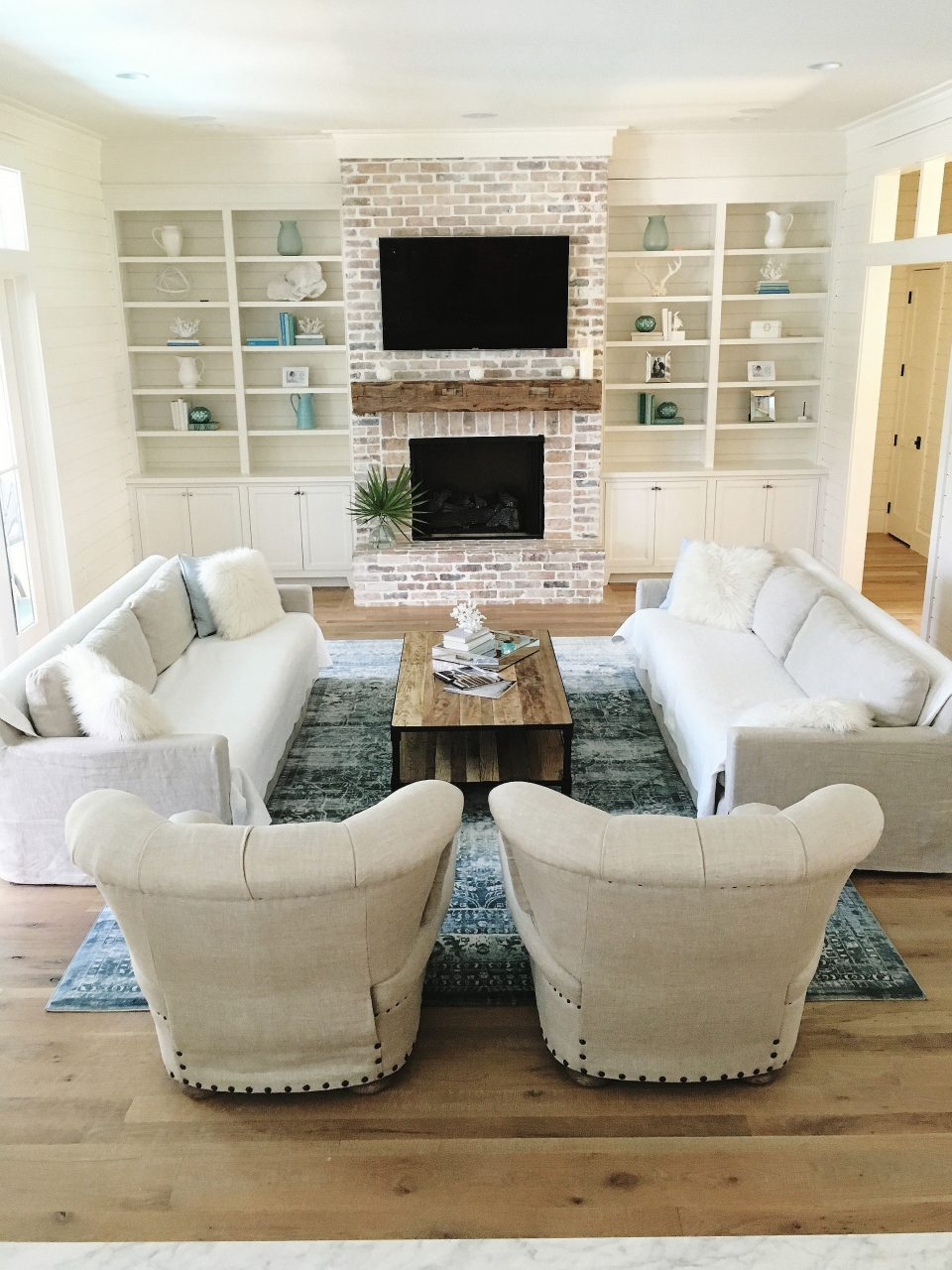 Living Room Candidate Betonted