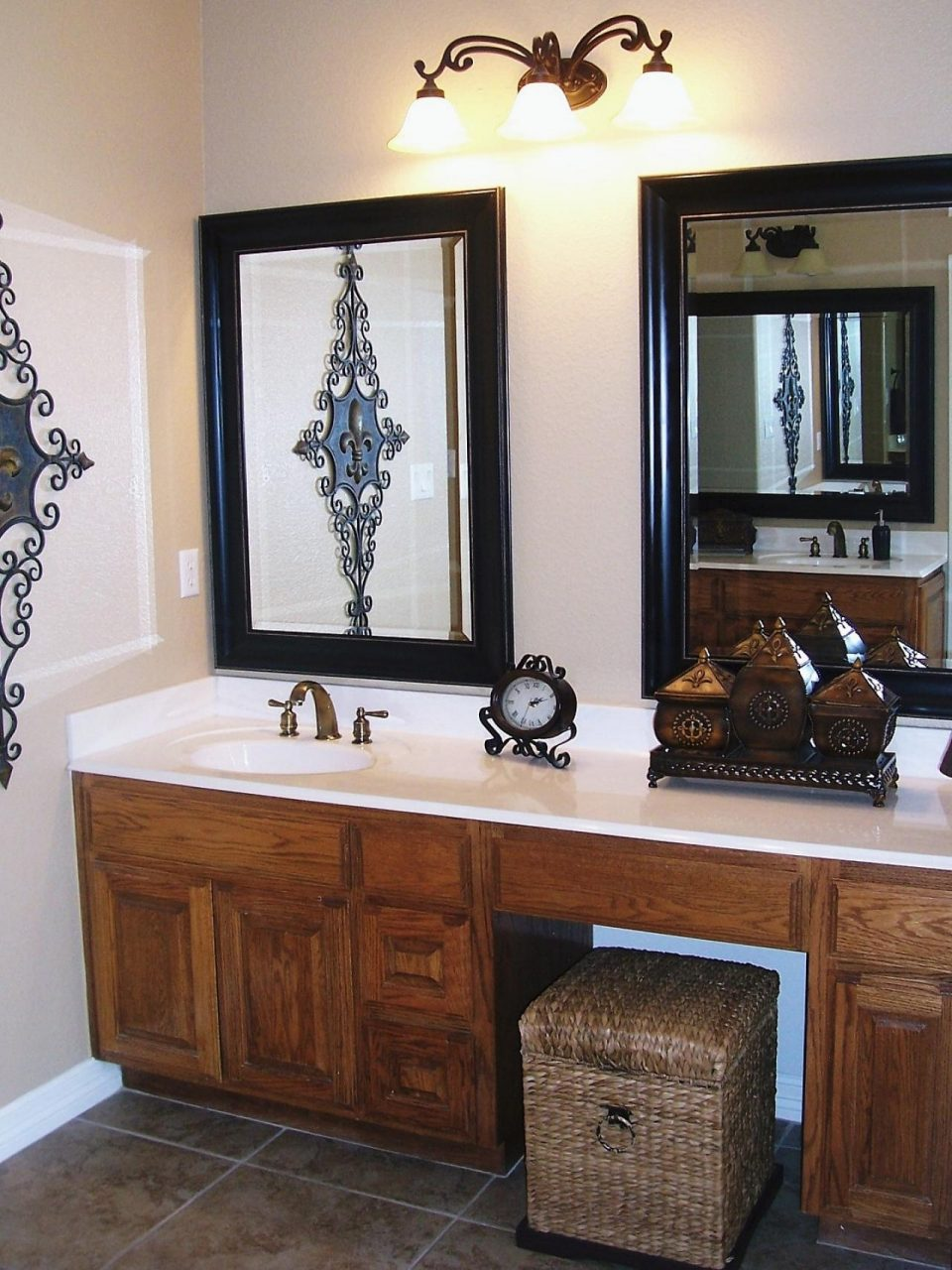 Types Of Vanity Mirrors Darlanefurniture