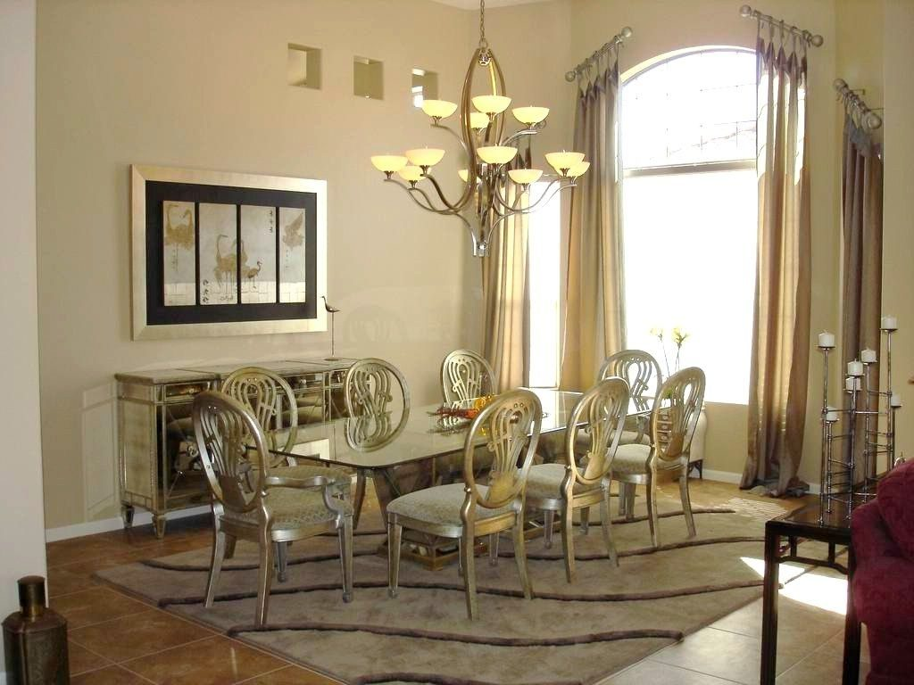 Luxurious Vicctorian Style Dining Room With Rectangle Glass Dining