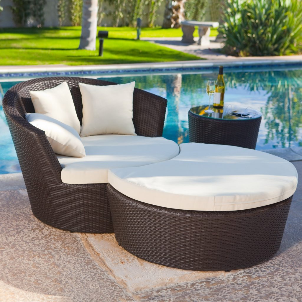 Luxurious Wicker Outdoor Chaise Lounge Chair With Curved Ottoman And