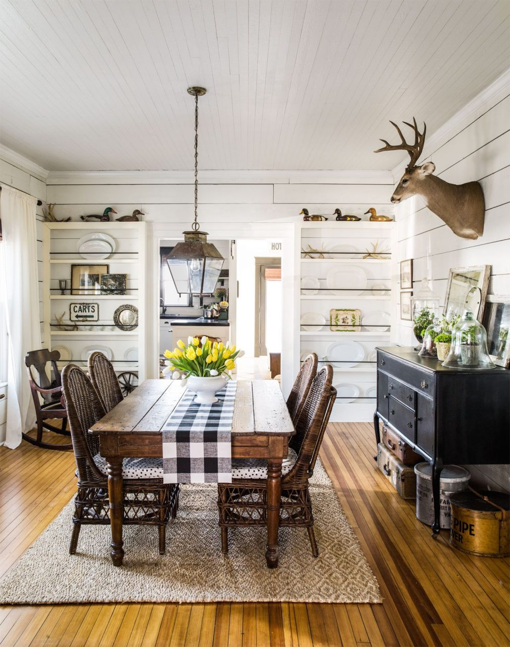 18 Vintage Decorating Ideas From A 1934 Farmhouse Dining Rooms