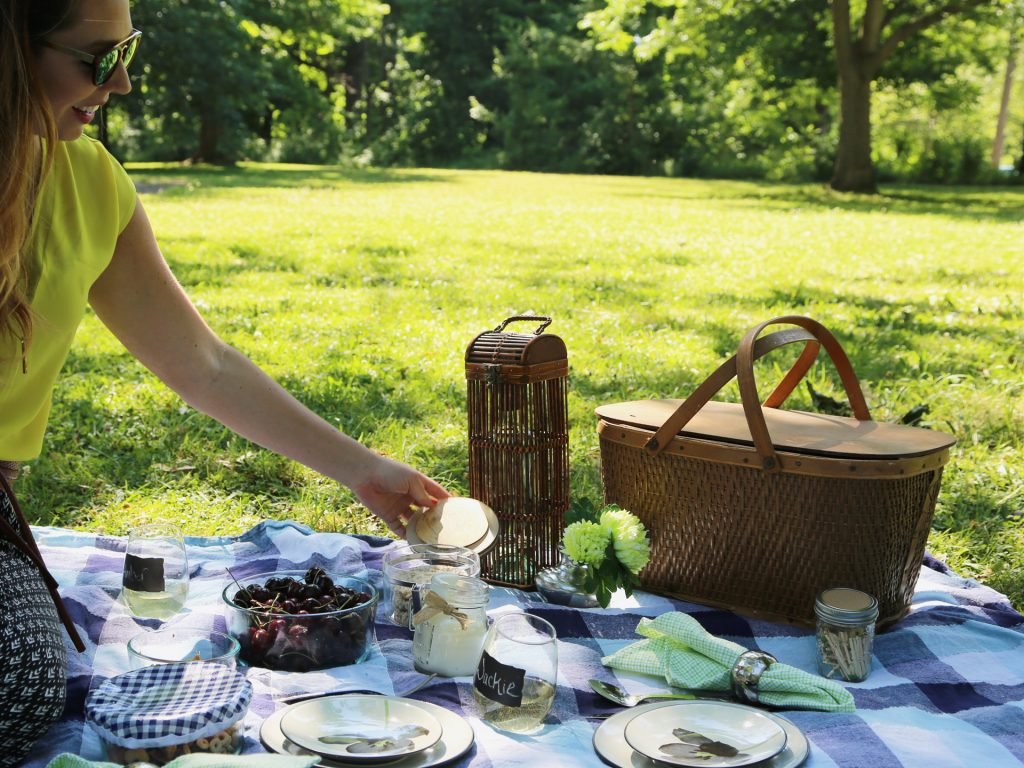 5 Eco Friendly Outdoor Picnic Ideas That Will Reduce Waste