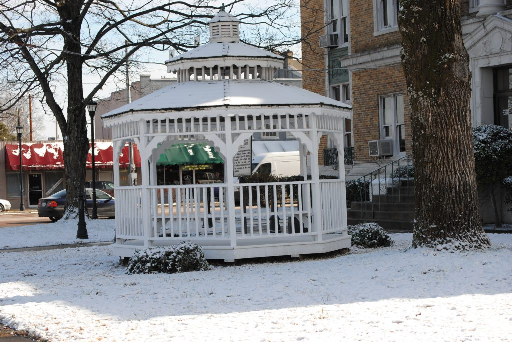 Filecourthouse Gazebo In Winter Wikimedia Commons