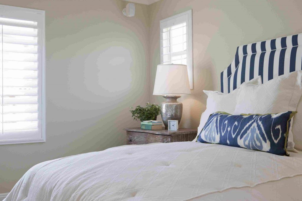How To Decorate A Relaxing Bedroom