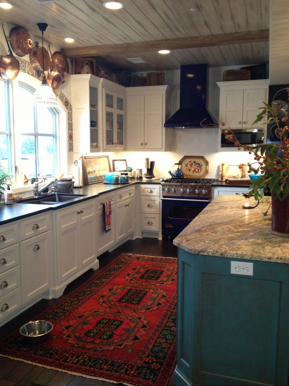 Love The Colours White Cabinets Dark Floors Red Rug Turquoise