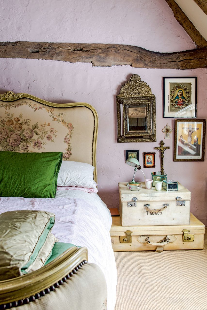 18 Romantic French Style Bedroom Ideas