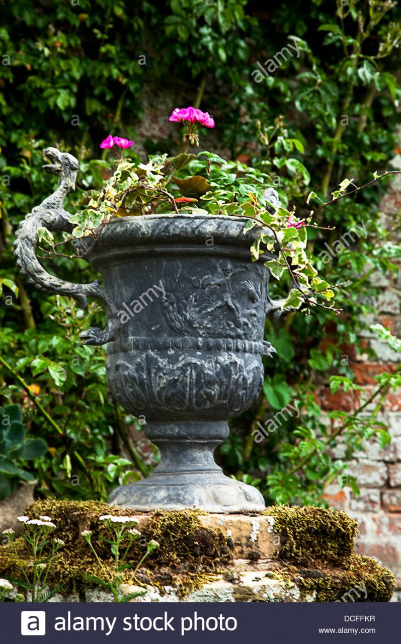 A Garden Urn With Flowers Planted Stock Photo 59348571 Alamy