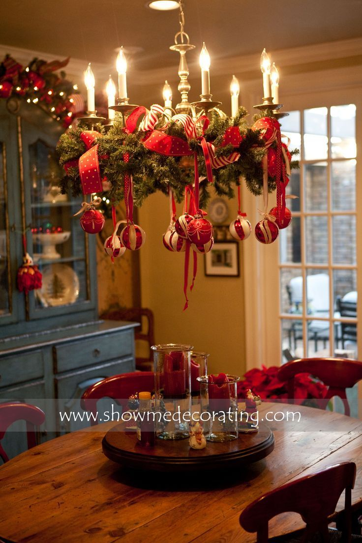 Awesome Ornamented Christmas Chandeliers For Unforgettable Family