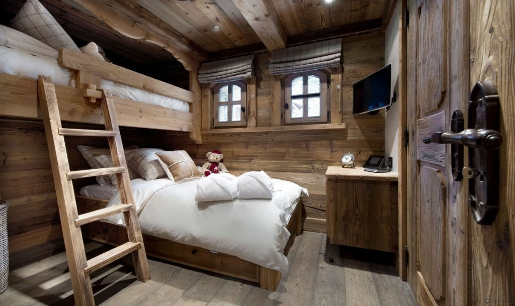 Bedroom Delectable Rustic Cabin Design With Engaging Wooden Bunk