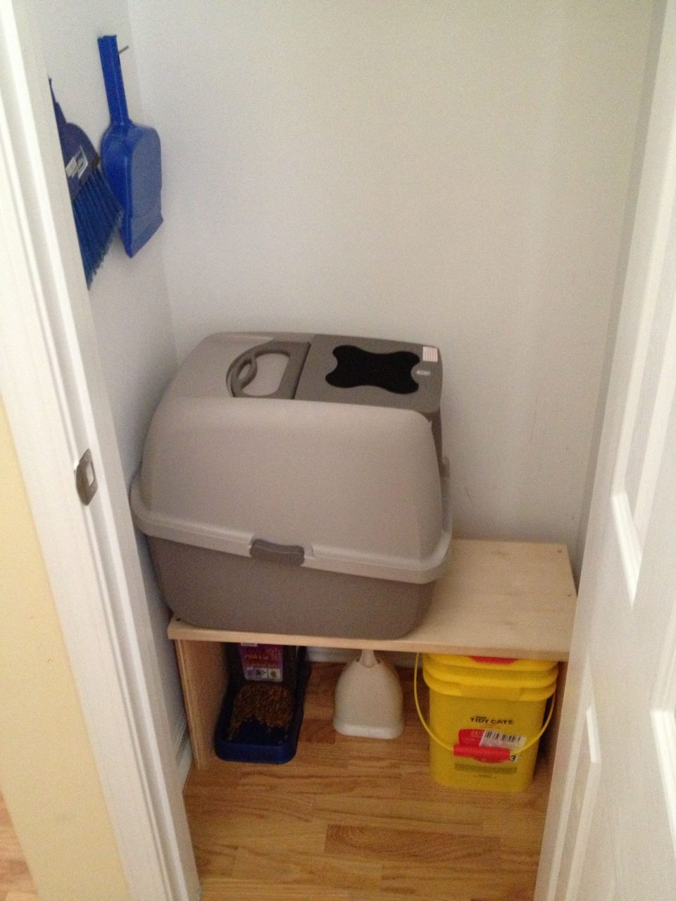 Cat Litter Box In Coat Closet Just Put A Kitty Door In The Closet
