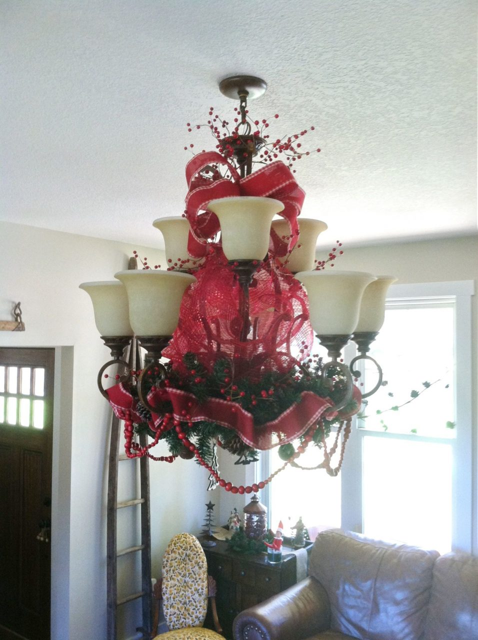 Christmas Decoration For Chandelier Christmas Decorating Ideas