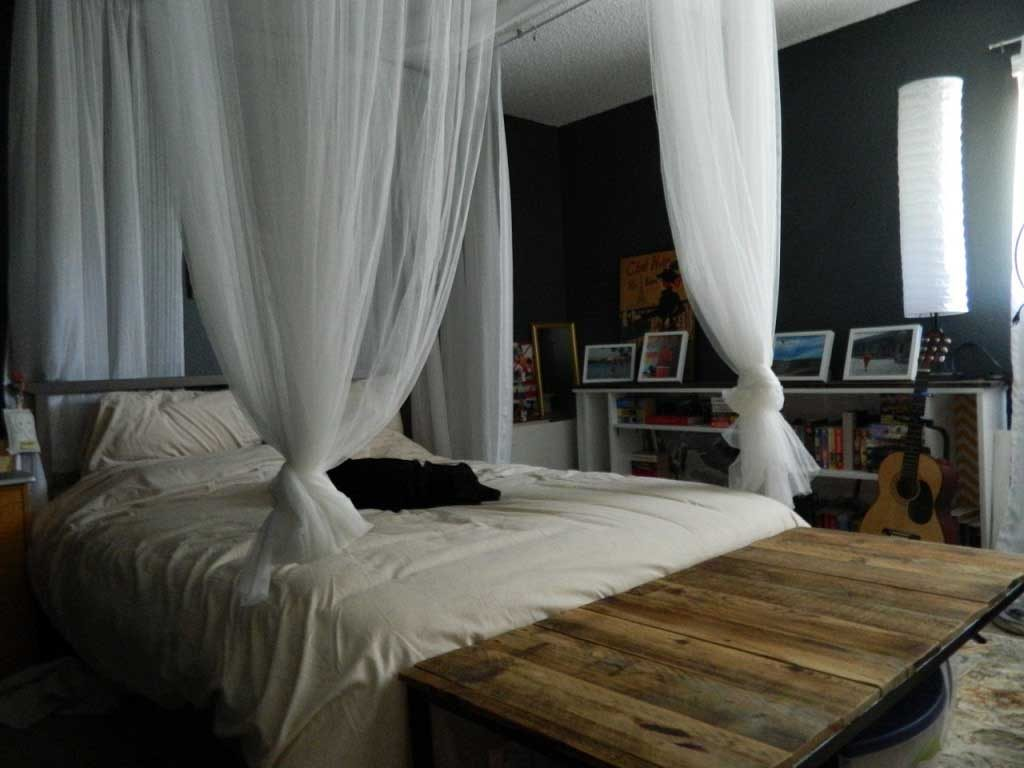 Compact Size Master Bedroom Decor With Diy Canopy Bed Homescorner