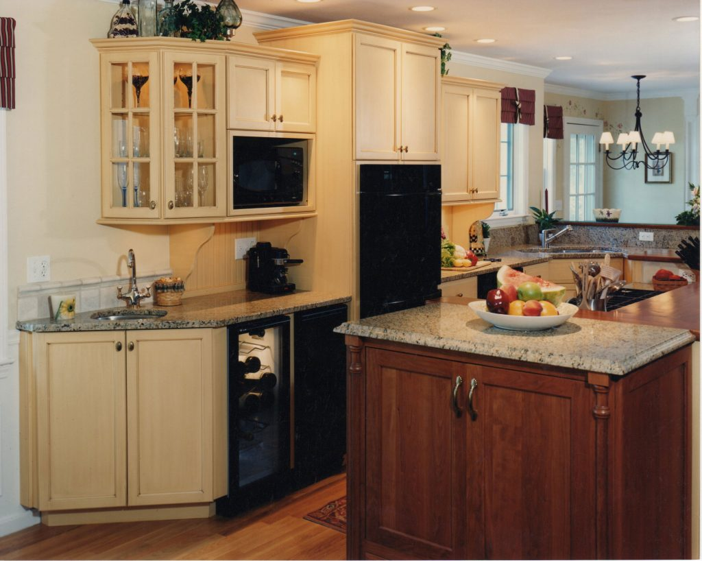 Country Kitchen Island Cooktop Currier Kitchens Islands Secopisalud