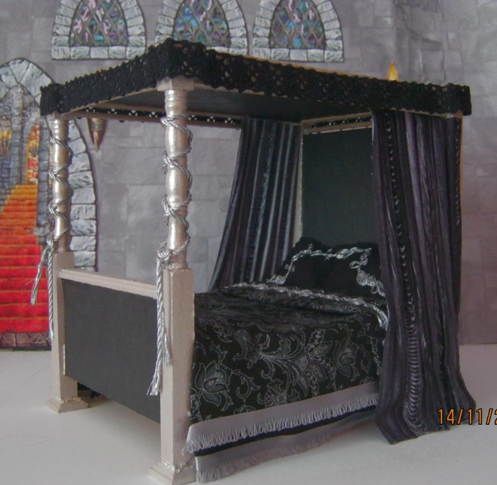 Dolls House Gothic Medieval Witch Tudor 4 Poster Bed Dressed New
