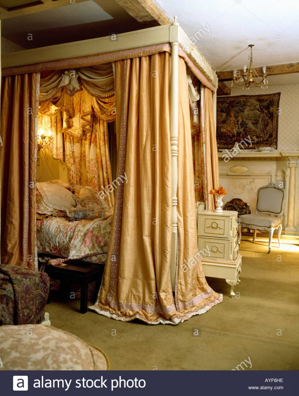 Four Poster Bed With Silk Curtains And Integral Lighting Stock Photo