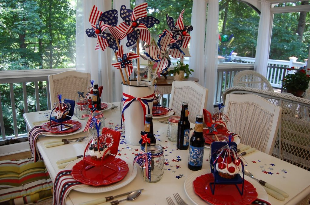 Get Inspired Take A Look At These 8 Patriotic Outdoor Tables