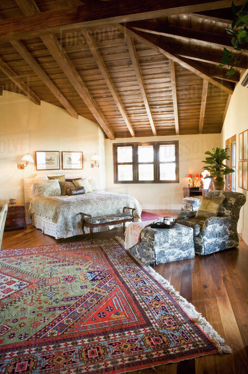 Large Master Bedroom With Vaulted Ceilings And Area Rug Stock
