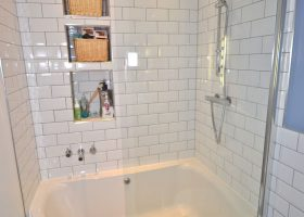 Small Bathroom Corner Tub with Shower