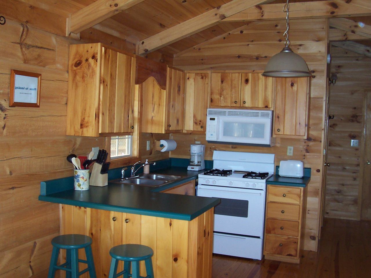 Small Log Cabin Kitchen Ideas Blue To Black White Hob For Black Or ...
