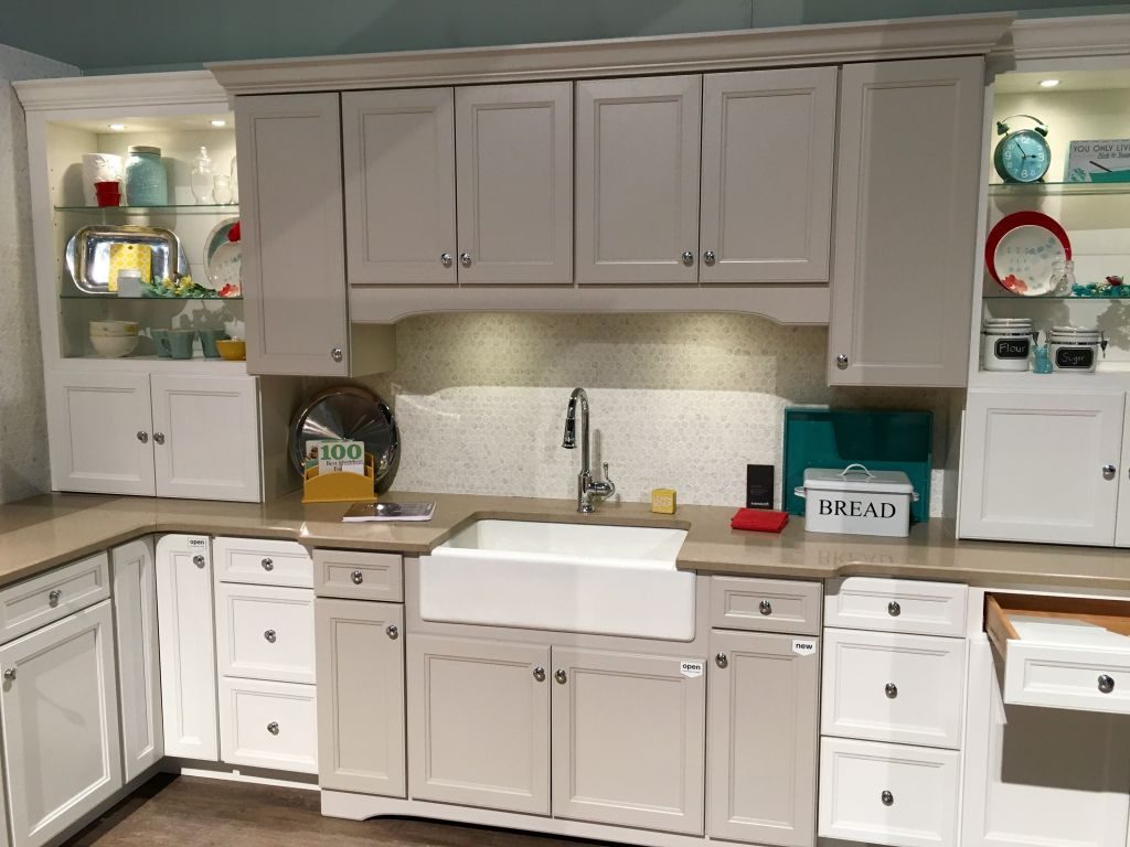 24 Wonderful Kitchen Cabinet Color Trends