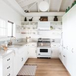 A Vintage Hawaiian Cottage Restored With Its Own Instagram Account