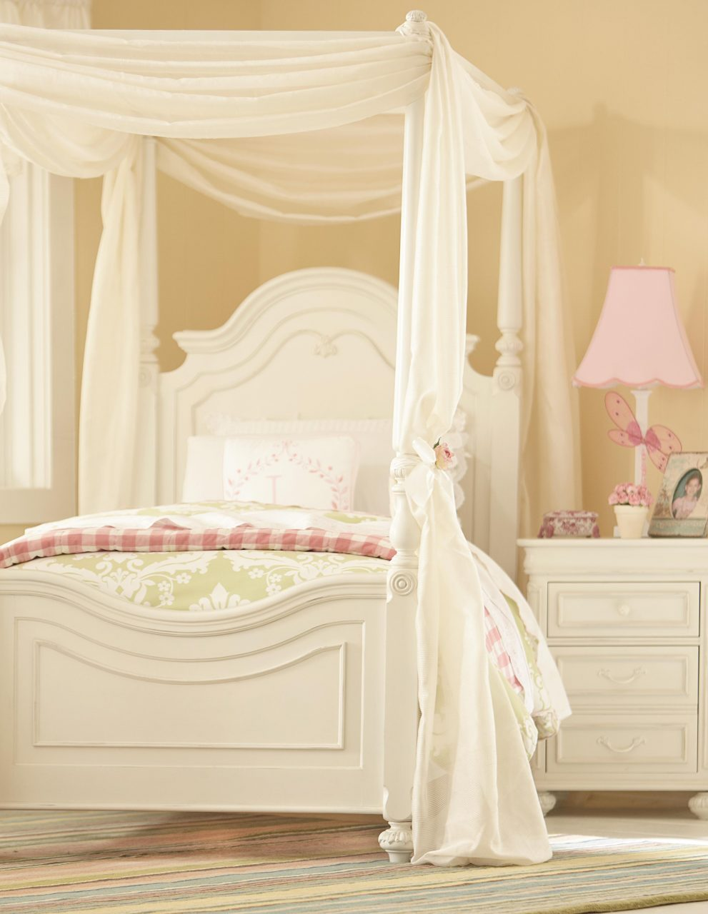 Bedrooms Give Your Little Bedroom Decor With Twin Canopy Bed