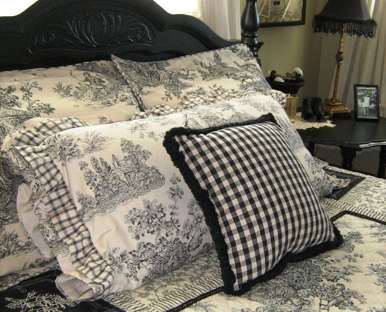 Black And White French Country Bedroom Decor Idea Decoracin