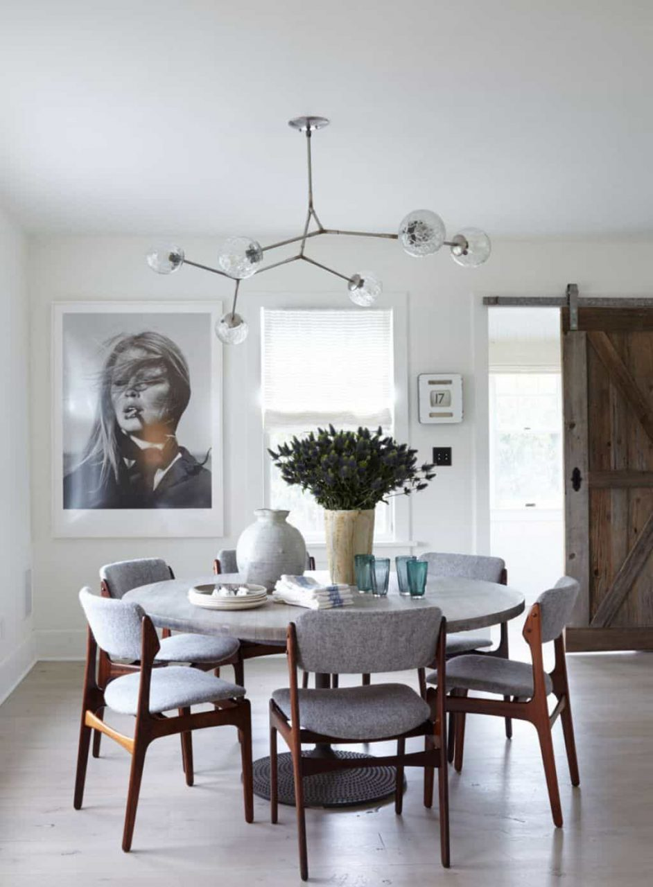 Contemporary Dining Room With Ceramic Accessories In The Round