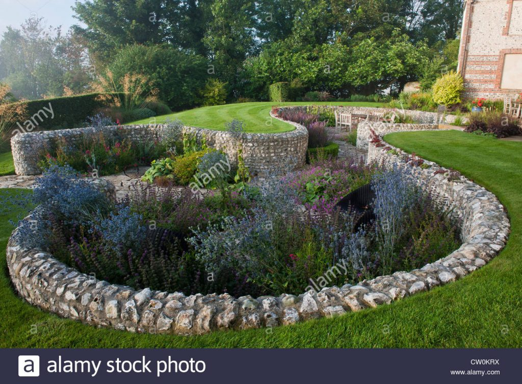 Contemporary Sunken Garden Stone Walls Retaining Designer Design