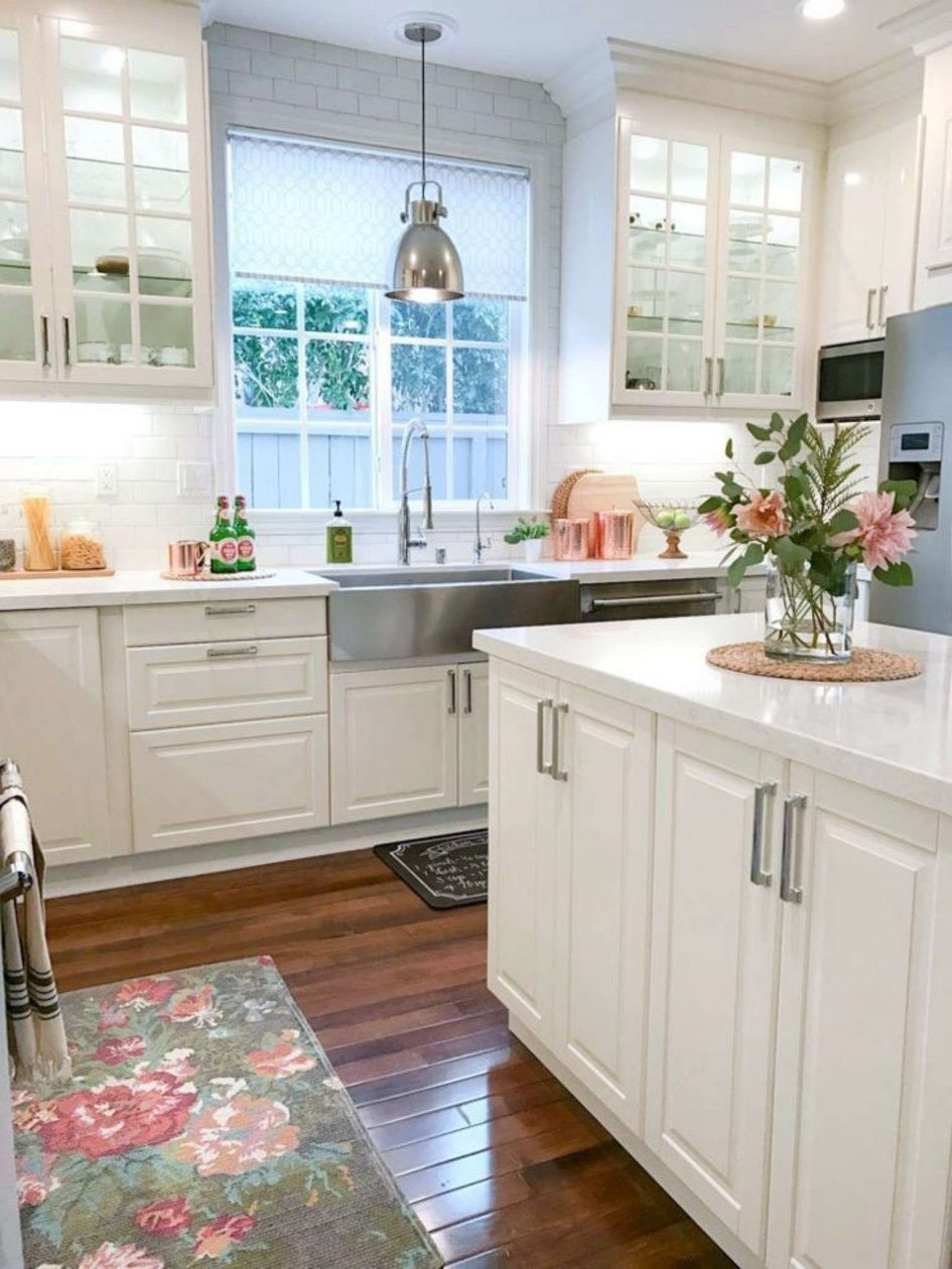 Dark Upper Cabinets Light Lower Cabinets Amazing Antique Floor